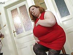 Big breasted Ώριμο ΑΑΓ, παίζει με το μουνί